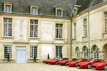 Visite et déjeuner d'un club-auto Ferrari dans le Château des Princes de Condé