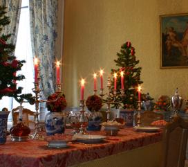 Château des Princes de Condé - une table dressée dans le cadre de la visite spéciale menus plaisirs de décembre 2007 - cliché : AyPR DR